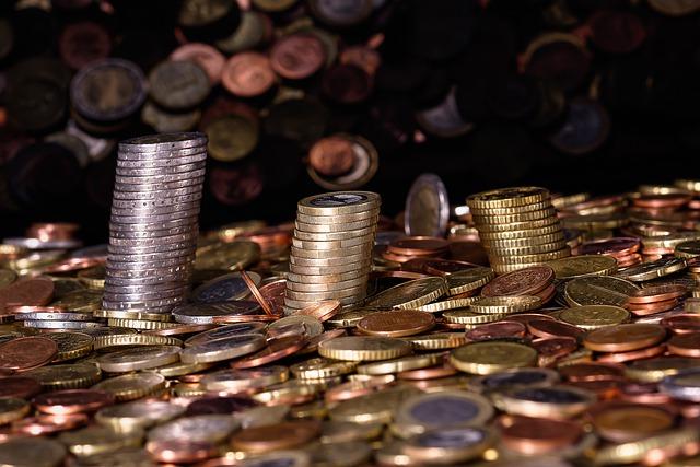 hromada nejrůznějších mincí
